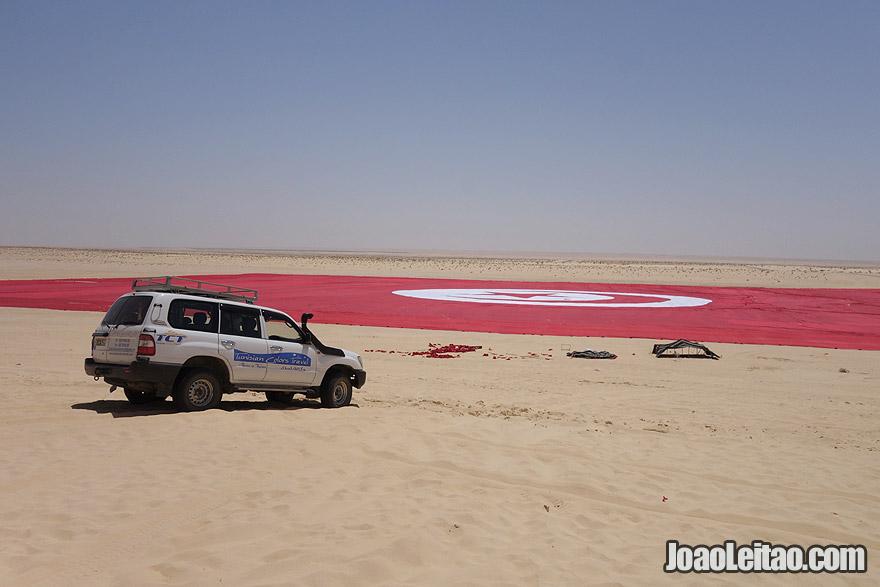 A maior bandeira do mundo, na Tunísia