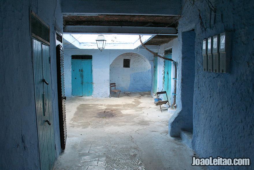Pátio interior de casa em Chefchaouen