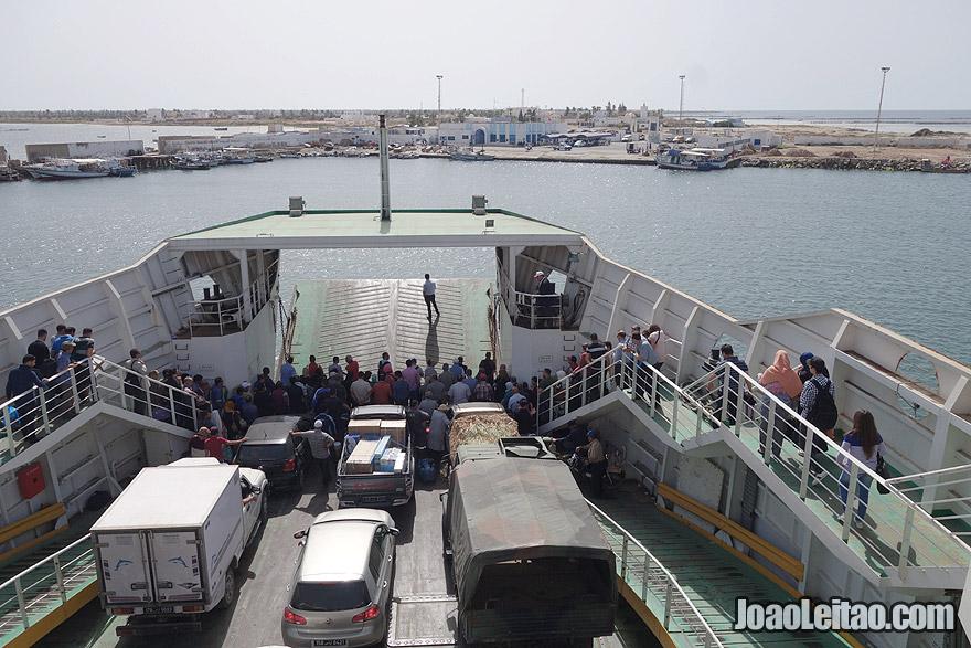 Ferry boat de Sfax para a Ilha Kerkannah