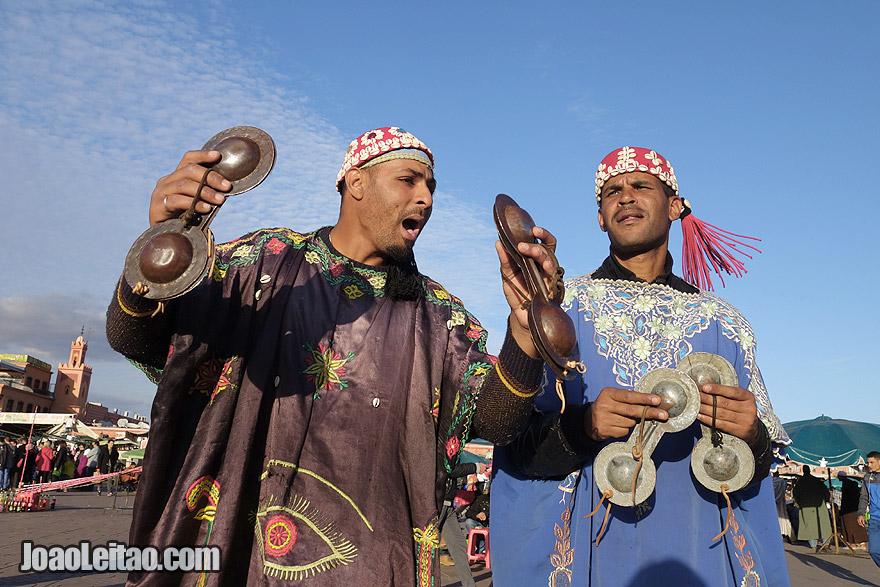 Bailarinos e músicos Gnawa de Marraquexe