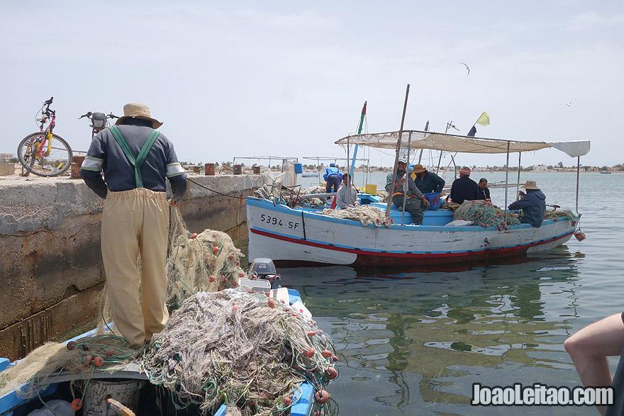 Pescador da Ilha Kerkannask , na Tunísia