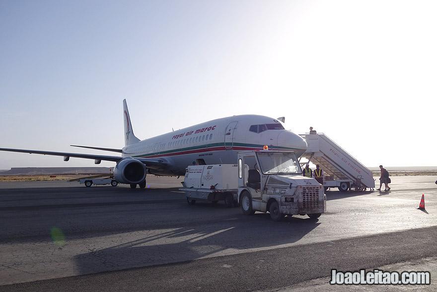 Avião da Royal Air Maroc no aeroporto de Quarzazate