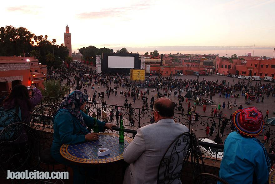 Pôr-do-sol em Marraquexe sobre a Praça Jemaa el-Fna