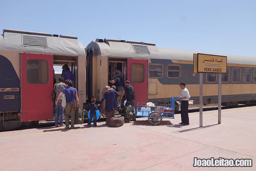 Viajar de comboio na Tunisia