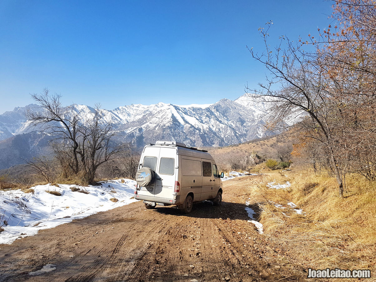 Estrada de saída da Reserva Natural de Sary Chelek